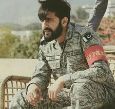 Pak Army Soldiers, Love You Cute, Pakistan Independence, Pakistan Armed Forces, Army Brat, Pakistan Army, Men In Uniform, Air Force, Hot Guys