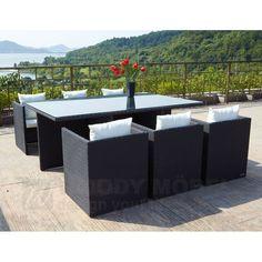 Machen Sie Ihre Terrasse zur Wohlfühloase. Das ermöglichen Lounge Möbel, die aktuell wohl trendigsten Gartenmöbel. Mit Lounge-Gartenmöbeln wandert das Wohnzimmer auf die Terrasse bzw. in den Garten. Die Gartenmöbel der Marke OUTFLEXX® sind besonders widerstandsfähig und somit ganzjährig für den Außenbereich geeignet.