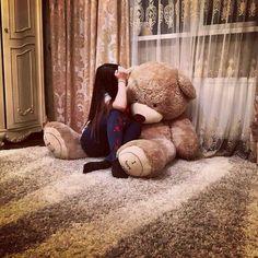 Vihari Kurelli's vihari images from the web Cute Girl Poses, Girl Photo Poses, Girl Photography Poses, Huge Teddy Bears, Giant Teddy Bear, Girl Hiding Face, Teddy Girl, Teddy Bear Pictures, Lovely Girl Image