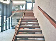 Scala centrale Sag Tubi rivestita in K-Uno Skema     #kuno #office #contract #porject #stairs #laminates #skema #multisurfaces