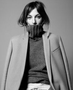 Modeconnect.com Fashion News – January 2, 2014 – Phoebe Philo, British creative director of French fashion house Céline, awarded an OBE in the New Year Honours List, making her one of just three people to be honoured for services to the fashion industry on the annual register.