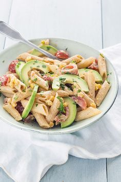 Mexicaanse pastasalade met mais - Leuke recepten Pasta Salad With Tortellini, Veggie Pasta, A Food, Good Food, Food And Drink, Low Carb Low Calorie, Enchiladas, Cooking Recipes, Healthy Recipes