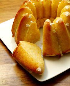 0 g de farine 3 gros oeufs 130 g de sucre 250 g de Speisetopfen à 40% de MG (petits-suisses) ou à défaut, de fromage blanc à 40% de MG 100 g...