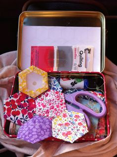 Amy's Button Box does - even more 'hexes' English Paper Piecing, Amy, Lunch Box, Buttons, Inspiration, Scrappy Quilts, Biblical Inspiration, Knots, Inhalation