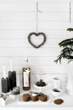 minimalist cookie display / Photo: Johanna Eklöf/Formelle Design