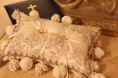 Antique classic ringpillow for wedding