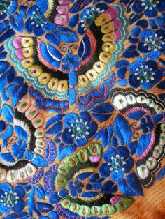 ANTIQUE CHINESE SILK EMBROIDERY of BUTTERFLIES