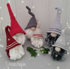 Steen in the cottage: Steenistugans crocheted Santa Claus 2018 Crochet Santa, Yule, Winter Hats, Christmas Ornaments, Holiday Decor, Crafts, Advent, Cottage, Christmas