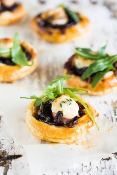 Goat's cheese & red onion chutney bites - Simone's Kitchen