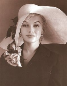 Marilyn Monroe, one of my favorite photos of her, showing her style and her attitude