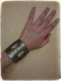 Bracelete Couro Ouro velho Vendas: whatsapp: 317300-4489 https://www.facebook.com/petalasdemariacriacoes