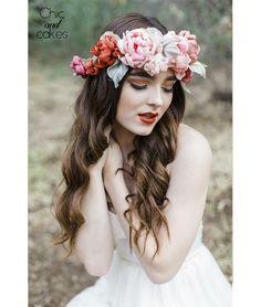 Lábios rojos + flores en el pelo = moda de primavera #hairstyle #spring