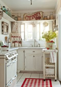 Check Out 25 Cute Shabby Chic Kitchen Design Ideas. Go for light and pastel colors for décor as shabby chic means sweet and a bit worn vintage. Home Kitchens, Kitchen Design Small, Kitchen Design, Country Kitchen Decor, Country Kitchen, Vintage Kitchen, Chic Kitchen, Eclectic Kitchen, Shabby Chic Kitchen