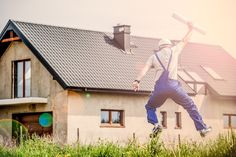The most expensive home repairs can destroy your budget if you let them. Keep reading to learn the 5 most expensive Reno repairs that can break your budget Job A Domicile, Assurance Habitation, Terrain Constructible, Sell Your House Fast, New Home Construction, Expensive Houses, First Time Home Buyers, Home Repairs, Risk Management