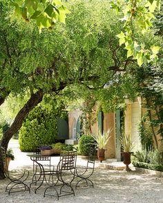La Baumaniere Oustau Cabro d'Or Hotel Les Baux de Provence Saint Remy http://www.vogue.fr/lifestyle/voyages/diaporama/la-baumaniere-oustau-cabro-dor-hotel-les-baux-de-provence-saint-remy/33834#la-baumaniere-oustau-cabro-dor-hotel-les-baux-de-provence-saint-remy-6