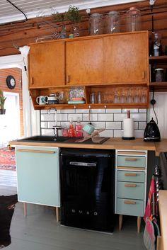 Riuttala Old School: Omaa aikaa ja remppaterapiaa Kitchen Island, Kitchen Cabinets, Kitchen Ideas, Vintage, School, Home Decor, Island Kitchen, Decoration Home, Room Decor
