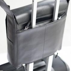 """MESSENGER TASCHE STYLE SQ SCHWARZ Raffiniert: Der edle Business Messenger Style SQ von Quintero im Hochformat. Die Tasche ist handgemacht und besteht aus edlem Pull-Up Leder. Dabei geben ihr die gelochten Elemente einen urban-stylischen Look. Der komfortable Innenraum der Tasche bietet ausreichend Platz für ein Tablet bis 12"""" und weitere Utensilien. Mit diesem Messenger machen Sie immer eine gute Figur. Farbe: Schwarz"""