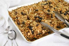 Vegan Gluten-Free Granola Baker Combs and Meyers Davis maybe worth a try for Natalee Vegan Granola, Gluten Free Granola, Vegan Gluten Free, My Favorite Food, Favorite Recipes, Cooking Recipes, Healthy Recipes, Healthy Eats, Diet Recipes