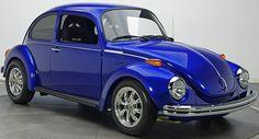Quizá sea el automóvil más reconocido en el mundo por su nombre y por su diseño, el escarabajo. Este pequeño automóvil ha cumplido 90 años.
