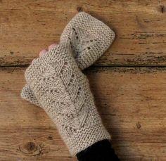 Strik luksus-torvevanter i kameluld Free Knitting, Free Crochet, Knitting Patterns, Knit Crochet, Knit Mittens, Mitten Gloves, Hooded Scarf Pattern, Fingerless Mitts, Hand Warmers