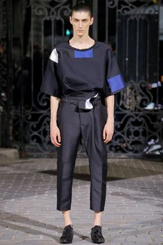 Haider Ackermann Spring 2017 Menswear Fashion Show. Ankle crop, belted straight leg with boxy cut t-shirt. The new mens silhouette.