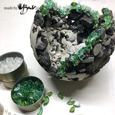 Rock and Concrete Geode Orb Planters Made By Barb easy Crystal DIY Geodes to plant moss gardens DIY Projekte Diy Cement Planters, Cement Garden, Succulent Planters, Wall Planters, Garden Planters, Succulents Garden, Concrete Crafts, Concrete Projects, Concrete Cement