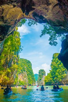 First time in Phuket? Best things to do in Phuket + Best Day Trips from Phuket. Must see Phi Phi Islands, Phang Nga Bay, and the James Bond Island! Voyage Philippines, Philippines Travel, Phuket Travel, Thailand Travel, Japan Travel, Beach Photography Friends, Travel Photography, Île Phi Phi, Places To Travel