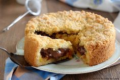 La ricetta della Sbriciolata alla crema e nutella o marmellata. Una mix tra torta e crostata. Facile, veloce e golosissima ! Ottima a colazione o merenda.