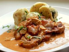 Bakoňská kotleta, petrželkový knedlík   Vaření s Tomem No Salt Recipes, Pork Tenderloin Recipes, Thai Red Curry, Lime, Food And Drink, Beef, Treats, Chicken, Cooking