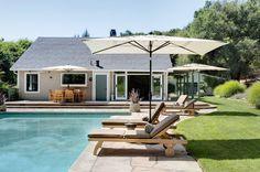Zeit zum Träumen: Dieses Wochenendhaus inklusive Pool, Sonnenterrasse, Garten und Kamin lässt den Alltagsstress vergessen und lädt zum Entspannen ein.