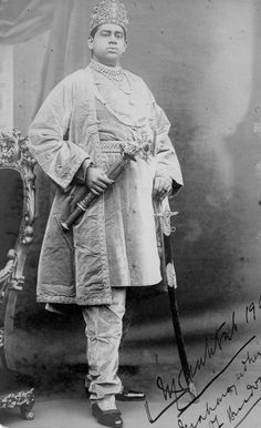 Sir Bijoy Chand Mahtab Maharaja of Burdwan By Rohit Sonkiya Duleep Singh, Court Dresses, India And Pakistan, Blue Bloods, Royals, Photographers, Legends, Old Things, British