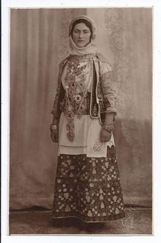GREECE ATHENS WOMAN IN TRADITIONAL COSTUME POSING OLD STUDIO PHOTO CARD