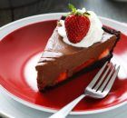 Strawberry chocolate pie For the tbsp g semisweet or dark chocolate, g chocolate wafer g strawberries, trimmed and halvedoil, for greasingFor the cup cup corn tbsp cocoa Chocolate Strawberry Pie, Chocolate Wafers, Strawberry Recipes, Cookbook Recipes, Dessert Recipes, Cooking Recipes, Desserts, Greek Recipes, Food To Make