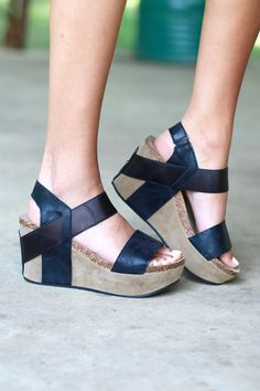 The sandal wedge of the season! This designer inspired look is super comfortable and features a stretchy strap for easy off/on. Metallic strap that works well with the color of the sandal. Black in co