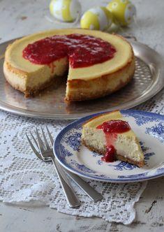 Enkel, bakt ostekake med bærsaus Tea Time, Cake Recipes, Nom Nom, French Toast, Cheesecake, Food And Drink, Cooking Recipes, Baking, Breakfast