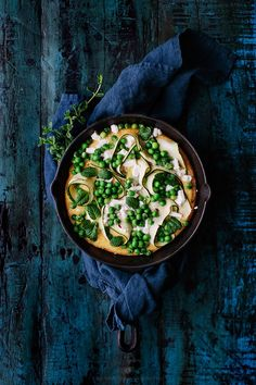 Green polenta pizza / Marta Greber: I have no idea how this will taste but the food photography is beautiful