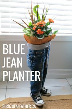 30 ways to transform your old jeans.Cut the pockets off your old jeans to create these BRILLIANT ideas! Your old jeans never looked so good. Upcycled Crafts, Diy Crafts, Jean Crafts, Quick Crafts, Repurposed Items, Patriotic Bunting, Denim Scraps, Thrift Store Crafts, Second Hand Stores