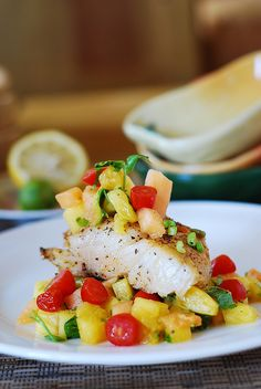 White fish with salsa (black cod with tropical fruit)