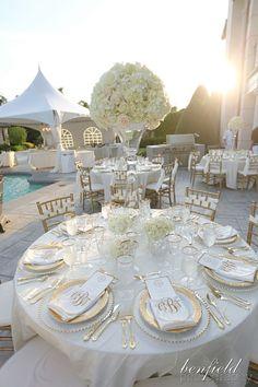 Elegant white and gold reception #tablesetting #placesetting #centerpiece #goldwedding #elegantwedding
