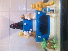 Star Wars kids birthday cake- the figurines took a lot of time to make