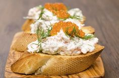 Ensaladilla rusa tradicional Bruschetta, Crostini, Canapes, Baguette, Brunch, Healthy Mind And Body, C'est Bon, Camembert Cheese, Sandwiches