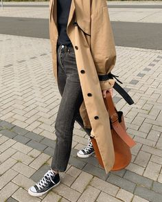 Trench weather, prior to yesterday's story, see tag✌🏼 Look Fashion, Fashion Outfits, Womens Fashion, Fashion Coat, Lolita Fashion, Fall Fashion, Trent Coat, Trench Coat Outfit, Trench Coat Women