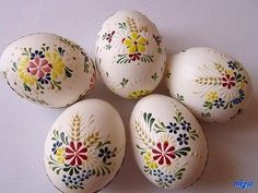 Blown eggs painted with melted wax. Polish Easter, Decoupage, Egg Tree, Easter Egg Designs, Ukrainian Easter Eggs, Rock Crafts, Egg Decorating, Easter Crafts, Holidays