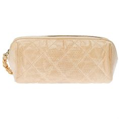 Pre-Owned Chanel Vintage Beige Lizard Make-Up Bag (€1.140) ❤ liked on Polyvore featuring beauty products, beauty accessories, bags & cases, beige, travel kit, travel bag, chanel makeup bag, toiletry bag and chanel