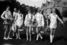 Cecil Beaton at Wilton House, Sotheby's - Art Exhibitions (houseandgarden.co.uk)Stephen Tennant, William Walton, Georgia Sitwell, Zita Jungman, Rex Whistler and Cecil Beaton at Wilsford, 1927