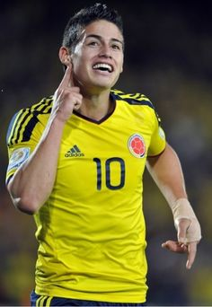 James Rodriguez - Adidas Golden Boot Winner 2014 World Cup James Rodriguez Colombia, Good Soccer Players, Football Players, James 10, King James, Real Madrid, Fifa, Soccer Post, James Rodrigues