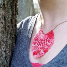 Crochet Jewelry (Corona): Free Crochet Pattern | Pineapple Pendant Crocheted Necklace