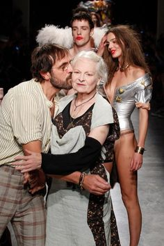 See all the Collection photos from Andreas Kronthaler for Vivienne Westwood Spring/Summer 2017 Ready-To-Wear now on British Vogue Sarah Jessica Parker, Dolce & Gabbana, Vivienne Westwood, Recital, Punk Rock Fashion, Funky Fashion, Beautiful Old Woman, Summer Outfits Women, Editorial Fashion