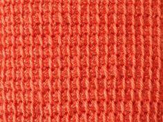 Leer de gewone Tunische steek. Deze steek wordt ook wel basissteek of enkele steek genoemd. In het Engels is dit de Tunisian simple stitch.