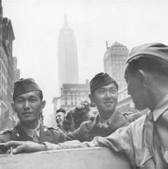 Members of the Japanese American Regimental Combat Team visiting relatives and friends, who formerly lived on the West Coast, in New York, (Tom Parker) Japanese American, Asian American, American History, Ww2 History, World History, World War Ii, Navy Gear, Hot Tub Time Machine, Meaningful Pictures